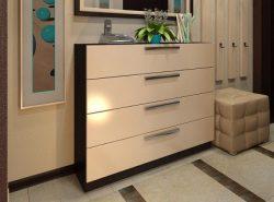 Комод является нужным предметом мебели, благодаря которому можно сделать прихожую более функциональной и красивой