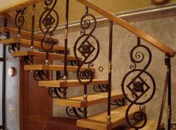 Кованные лестницы обладают отличными эстетическими и эксплуатационными свойствами