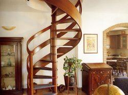 Стильно дополнить интерьер помещения как в классическом, так и современном стиле можно с помощью винтовой лестницы