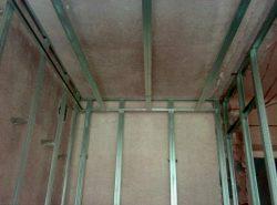 Благодаря каркасу из металлопрофиля под гисокартон, повышается качество отделки помещения