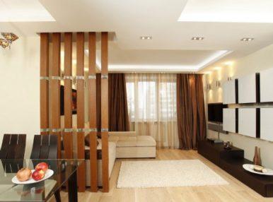 Разграничить пространство между комнатой и коридором можно стильной перегородкой