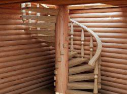 Для обустройства загородного дома отлично подходит деревянная винтовая лестница
