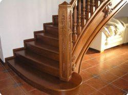 Ознакомиться с красивыми и оригинальными фото деревянных лестниц с легкостью можно в интернете