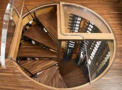 Если в вашем доме есть подвал, тогда следует заранее продумать конструкцию и внешний вид подвальной лестницы