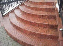 Стильно украсить лестницу и сделать ее оригинальной можно при помощи красивой плитки