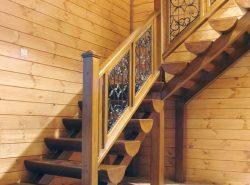 Для деревянного дома необходимо правильно подобрать модель лестницы