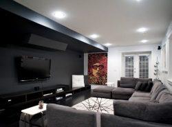 Черно-белая гостиная привлекает изысканностью и красивым иинтерьером