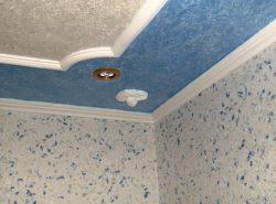 Быстро и качественно обновить потолок можно при помощи пенопласта