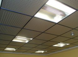 Потолок Амстронг является отличным вариантом для отделки или ремонта любого помещения