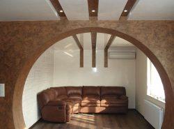 С помощью арки можно существенно улучшить эстетические качества зала и придать ему оригинальности