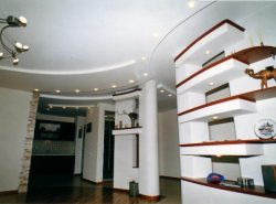 Гипсокартонные полочки в интерьере создают особенный колорит, позволяют удачно разместить все необходимые предметы