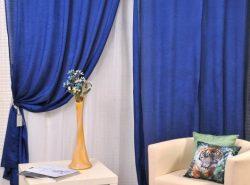 Синие шторы привнесут в интерьер любой комнаты свежесть и лёгкость