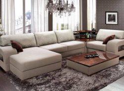 Обязательным элементом гостиной является диван, поэтому к его выбору следует подходить обдуманно