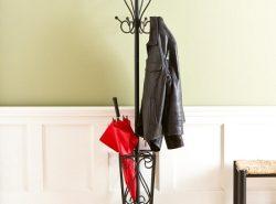 Напольные вешалки являются отличными приспособлениями для хранения одежды, которые отличаются по форме, типу материала и цене
