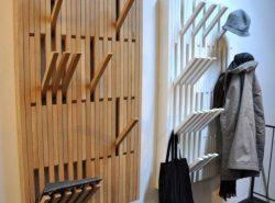 Стильная настенная вешалка – это достаточно функциональный и практичный предмет мебельного гарнитура