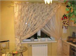 Тюль для кухни дополняет и подчеркивает убранство всей комнаты