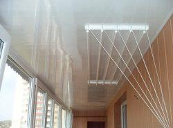 Повесив на балконе сушилку, можно существенно улучшить его функционал