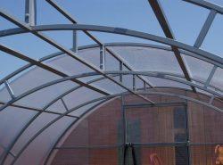 Любая теплица из поликарбоната должна быть усиленная, если планируется ее круглогодичное использование