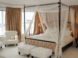 Обращаем внимание на кровать с балдахином – ее разные конструкции и стили способны вписаться в любой интерьер