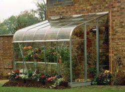 Важную роль играет выбор материала для укрытия, в настоящее время для этого широко используются стекло или поликарбонат