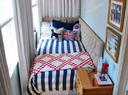 Балкон можно легко обустроить под спальную комнату, не затрачивая при этом много финансовых средств