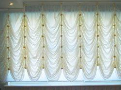 Французская штора – эстетичное украшение интерьера, делающее помещение торжественным благодаря воздушным драпировкам