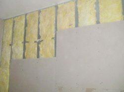 Гипсокартон является отличным материалом для выравнивания стен благодаря хорошим эксплуатационным качествам и небольшой цене