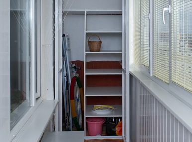 Шкаф на лоджию понадобится в любом случае