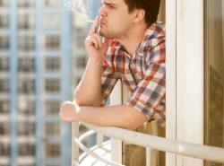 Курить на собственном балконе, согласно закона, можно