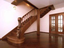 Стильная современная лестница не только украсит дизайн помещения, но и вполне может стать интересным акцентом в интерьере
