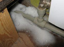 Чтобы трубы не замерзали в зимнее время года необходимо правильно их выбрать