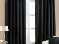 Черные шторы в интерьере смотрятся стильно и элегантно