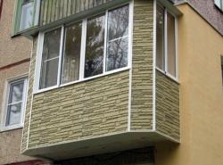При обустройстве балкона обязательно следует задуматься и об внешней отделке помещения