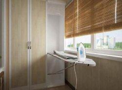 Дополнить интерьер балкона и сделать его более функциональным можно при помощи практичного шкафа