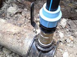 Врезка в водопровод под давлением имеет ряд особенностей, которые необходимо изучить перед работой