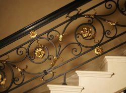 Кованые перила для лестниц выглядят очень элегантно