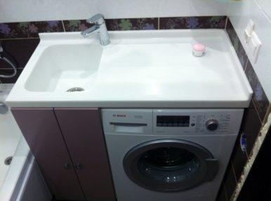 Установка раковины над стиральной машиной - прекрасное решение для маленьких ванных комнат