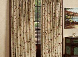 Благодаря шторам можно существенно улучшить эстетические качества любой двери