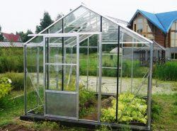 Теплица «Ботаник» отличается малым весом, так как профиль ее изготовлен из алюминия