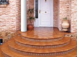 Лестница — неотъемлемый атрибут для частного или загородного дома