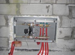 Коллектор для теплого пола – это технологический узел, который включает в свой состав несколько элементов