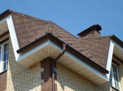 Пластиковые водостоки обеспечат сток воды с крыши