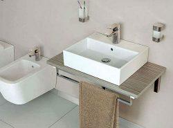 Многие предпочитают устанавливать раковину на столешницу, поскольку это удобно, практично и красиво