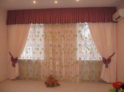 Благодаря современным шторам можно закрыть одновременно 2 окна