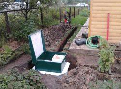 Для решения проблемы отведения и переработки сточных вод в загородном доме сегодня существуют удобные и практичные решения – готовые септики
