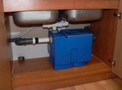 Предотвратить засор в трубах поможет бытовой жироуловитель
