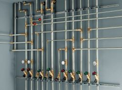Выполнив правильно разводку труб, можно существенно улучшить эксплуатационные свойства помещения