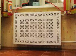 Скрыть радиаторы отопления в квартире можно с помощью экрана