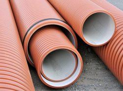 Дренажные трубы могут отличаться по качеству, толщине и диаметру